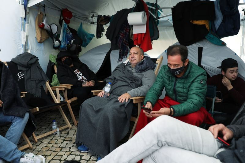 Portuguese restaurant owners stage lockdown hunger strike