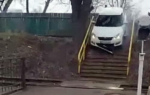 """""""Премію Дарвіна"""" йому! В Києві водій шокував дикою витівкою. ФОТО. ВИДЕО"""