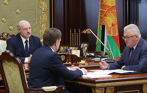 Лукашенко приказал уволить учителей-оппозиционеров. ВИДЕО