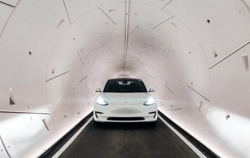 """Илон Маск запустил тоннели под Лас-Вегасом, где """"Теслы"""" разгоняютсядо 185 км/ч. ВИДЕО"""