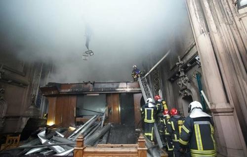 В центрі Києва горів костел Святого Миколая, вогонь пошкодив орган. ВІДЕО