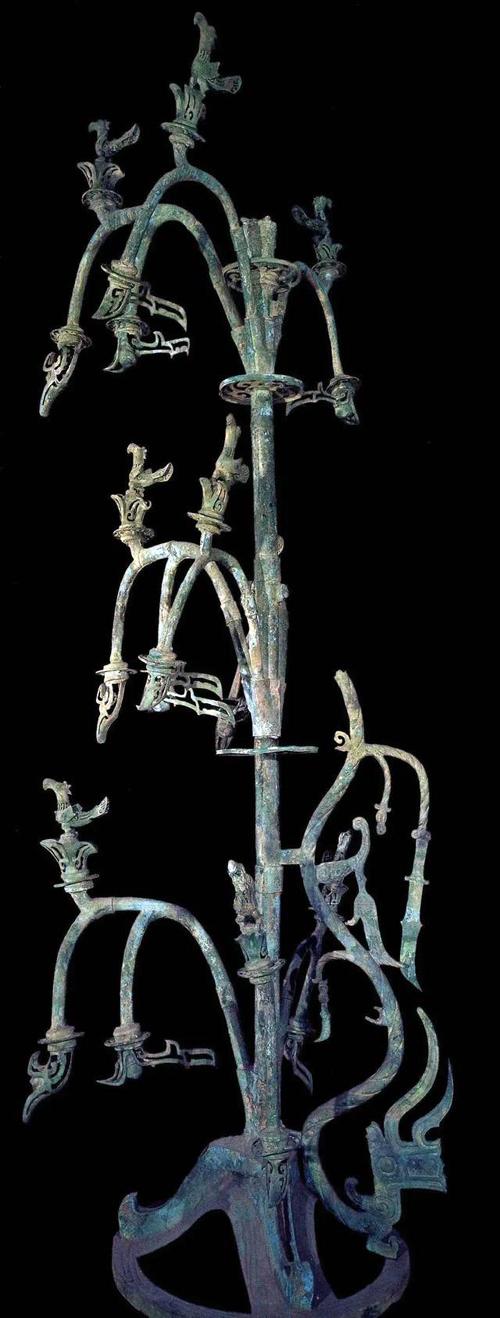 В Китае археологи раскопали священное бронзовое дерево, которому более 3 тысяч лет. ВИДЕО