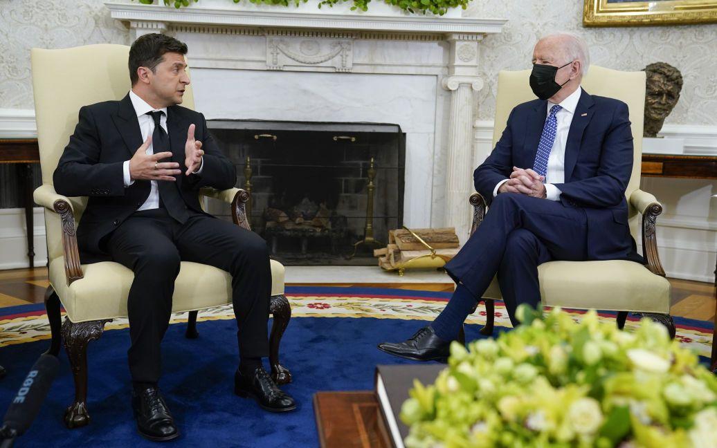 """""""Складно сказати, чи виникла """"хімія"""": Зеленський розповів, як обговорював з Байденом вступ до НАТО та ситуацію на Донбасі"""
