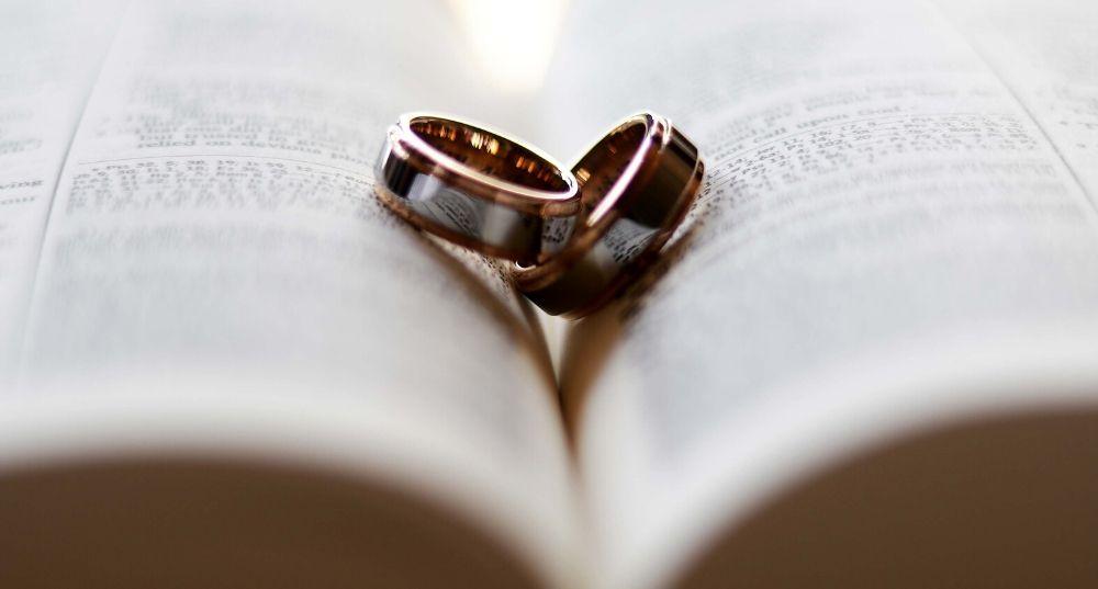 Любов за контрактом: в Україні стали частіше укладати шлюбні договори