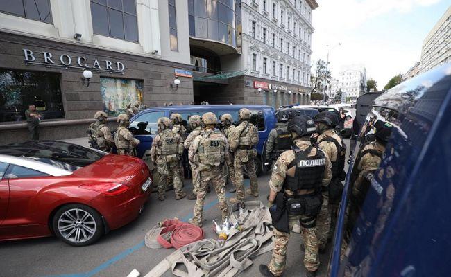 Очередной захват заложников в Киеве: пляски с цыганами и медведями