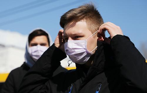 Подростки с коронавирусом могут быть более заразны, чем взрослые