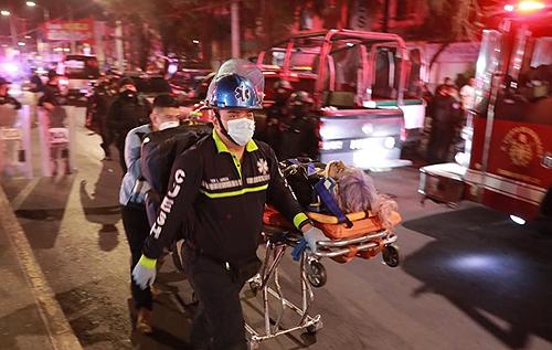 В столице Мексики под поездом метро рухнул мост, погибли не менее 23 человек. ФОТО. ВИДЕО