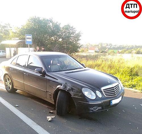 В Мариуполе разговаривавший по телефону водитель сбил двух женщин-полицейских. ФОТО. ВИДЕО