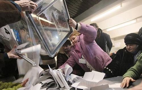 """Зеленський без вертикалі і народження """"третьої сили"""": які будуть наслідки місцевих виборів в Україні"""