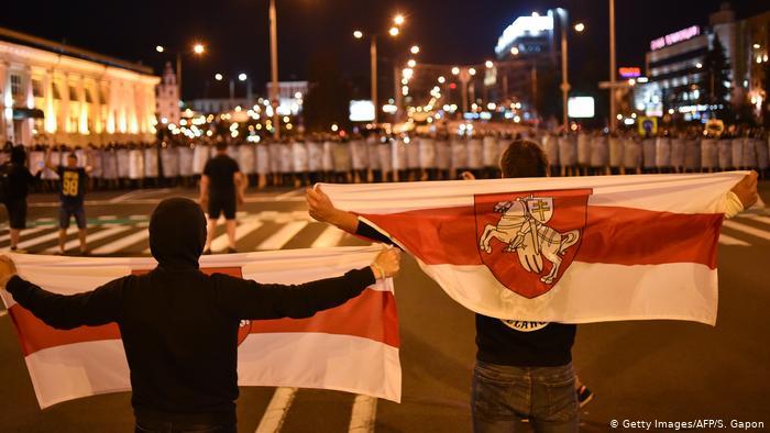 В Беларуси с марта введут крупные штрафы за использование бело-красно-белого флага