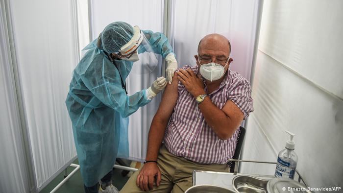 Бустерне щеплення вакциною Sinopharm запобігає зниженню рівня антитіл, – дослідження