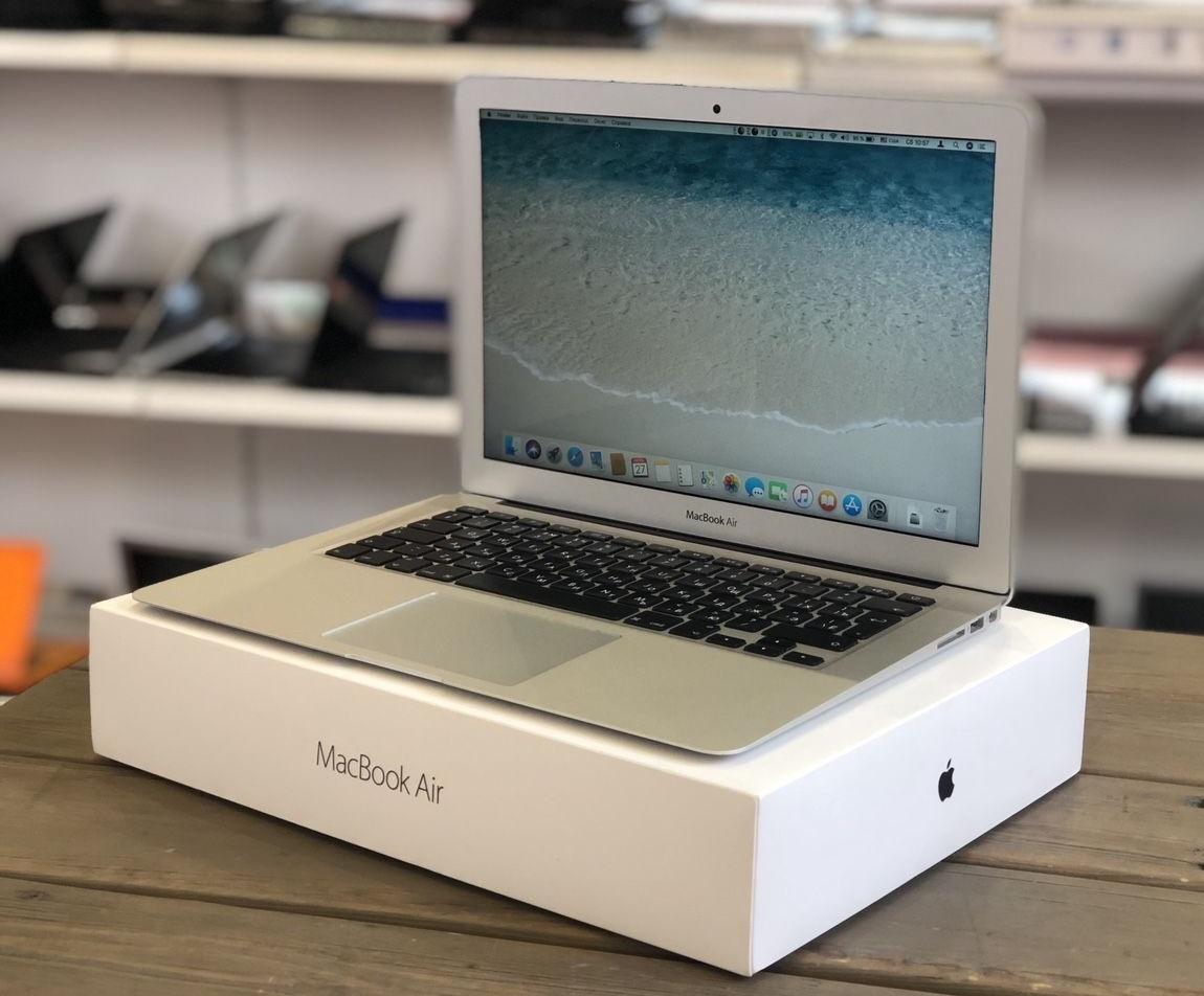"""В одному з київських інтернет-магазинів вилучили """"сіру"""" техніку Apple на 1,6 млн грн"""