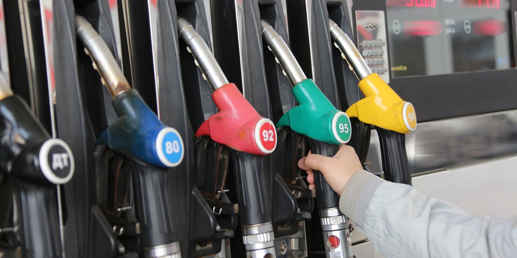 Украинские АЗС обязали поднять стоимость топлива: какой будет цена