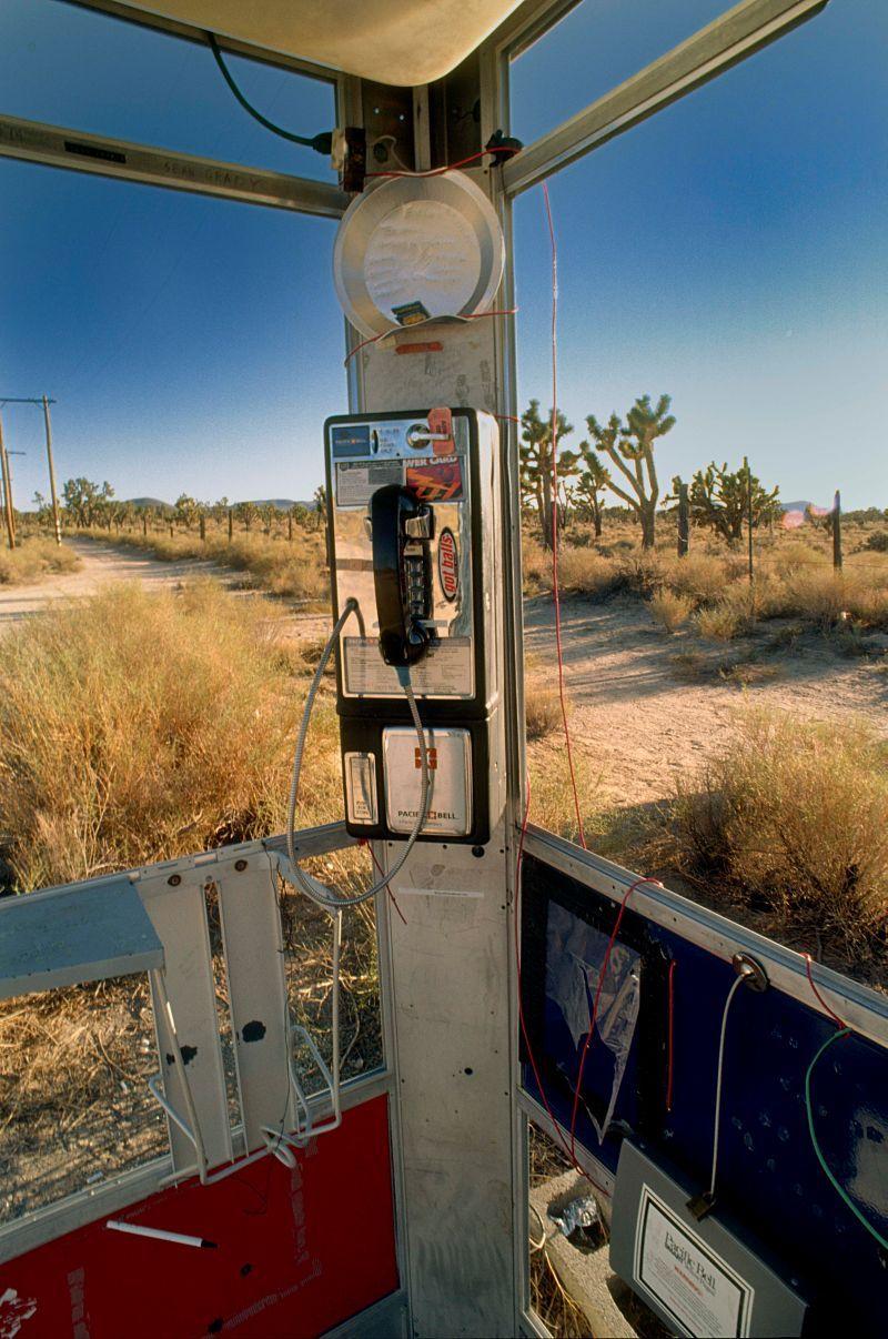 История телефонной будки, которая стала символом борьбы с одиночеством