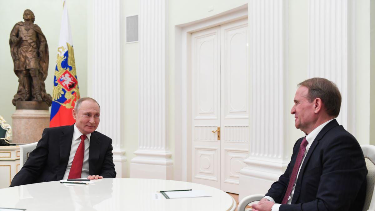Портников пояснив, що своєю участю у виборчій кампанії ОПЗЖ каже українцям Путін