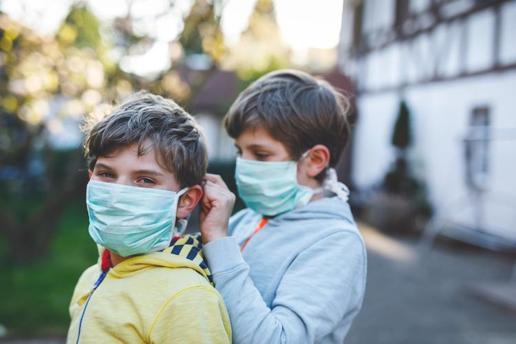 Небезпека поруч. Медики пояснили, як діти без симптомів поширюють коронавірус