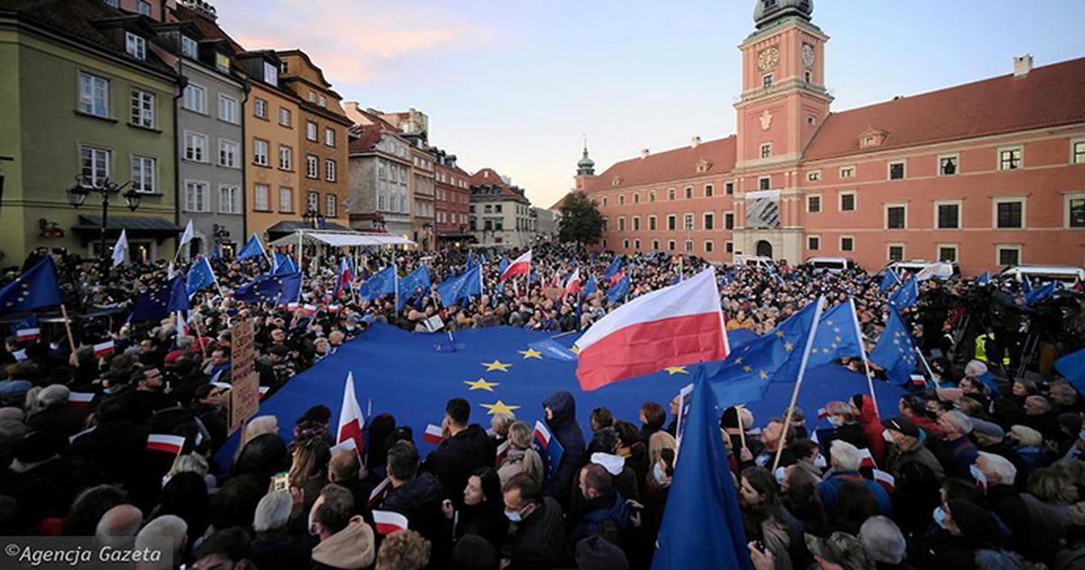 Крок до виходу Польщі з ЄС: як скандальне судове рішення розкололо країну