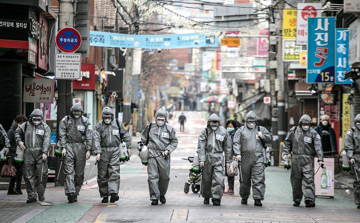 Глобальная пандемия через 30 дней. Что творит коронавирус во всем мире