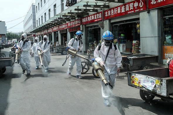 В Китае вновь закрыли на карантин многомиллионный город