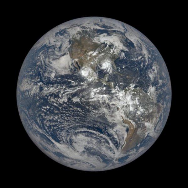 """Унікальні знімки. Як виглядає ураган """"Іда"""" з висоти 1,5 млн кілометрів"""