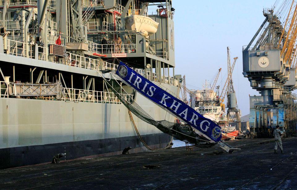 Найбільший корабель ВМС Ірану затонув після масштабної пожежі. ФОТО, ВІДЕО