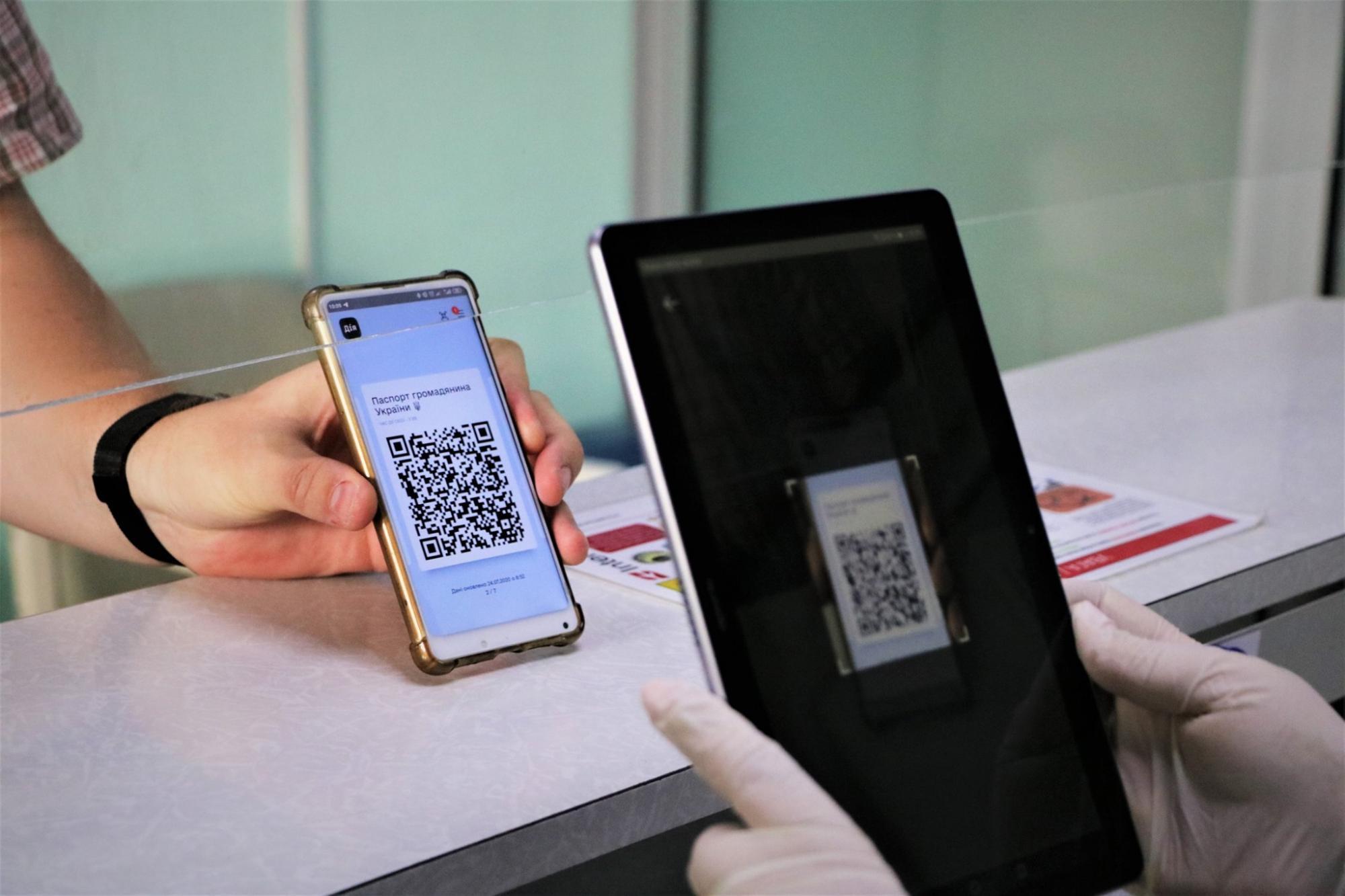 """Всі українські аеропорти скоро прийматимуть """"паспорт у смартфоні"""" – Мінцифри"""