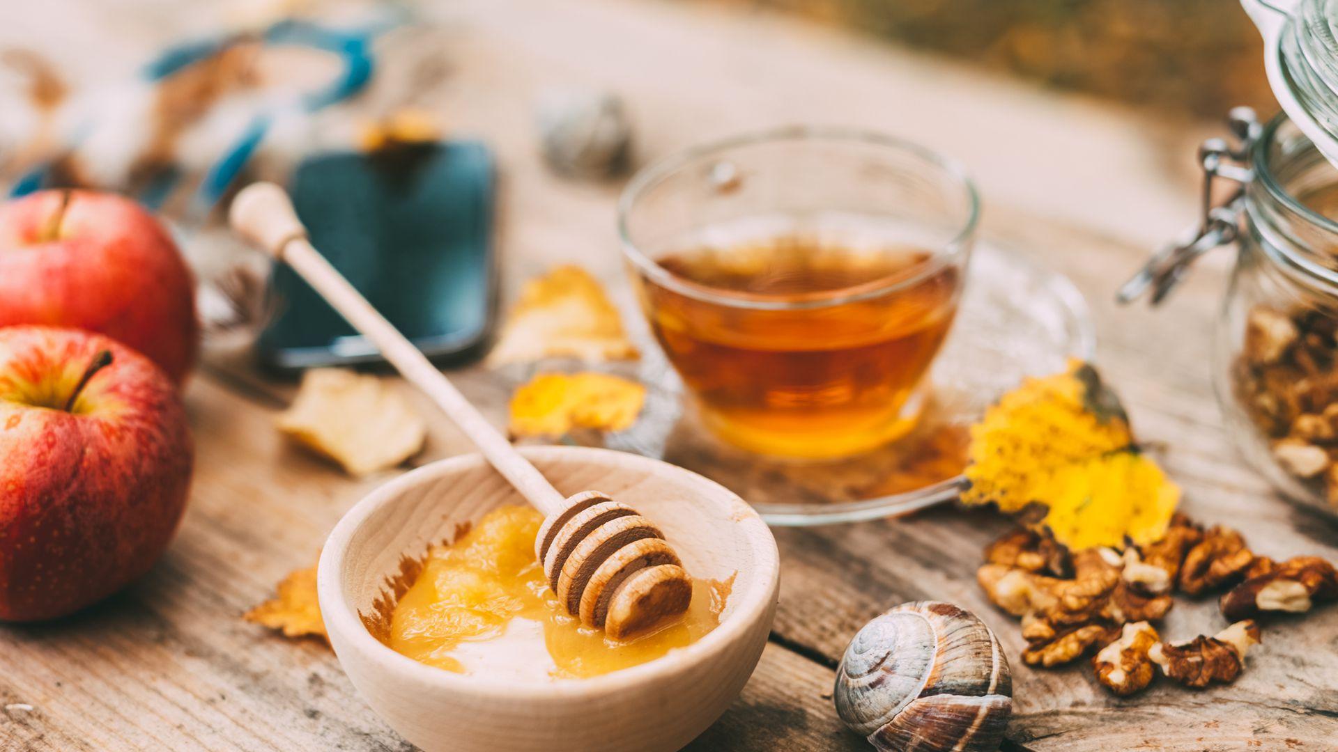 Багато людей вірять, що мед під час нагрівання стає отрутою. Чи це правда, і як мед впливає на здоров'я?