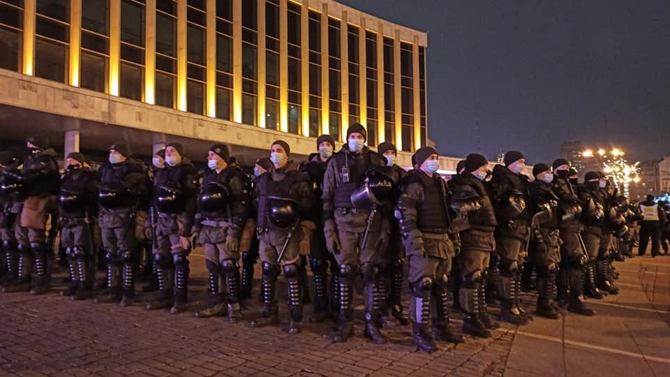 """""""Янукови-лайт"""": як поліція захищала концерт """"95 кварталу"""" від ФОПів. ФОТО"""