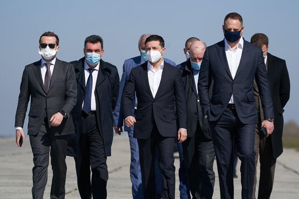 """Новий скандал на Банковій. Президент урочисто зустрічав """"Мрію"""" з масками не для медиків, а для торгових мереж?"""