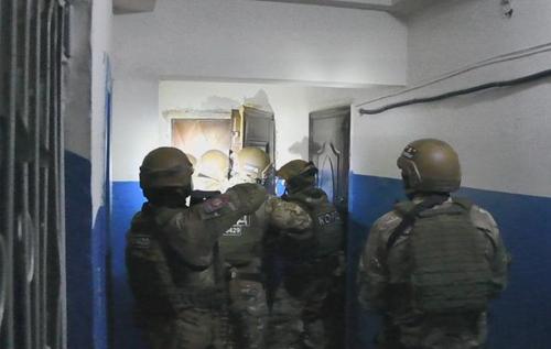 На Луганщині спецназ влаштував штурм квартири