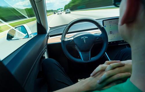 Tesla выпустит полный автопилот уже в сентябре