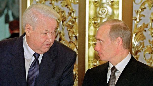 Отражение острой паранойи: Кэтрин Белтон объяснил действия Путина в Украине психологической травмой, полученной в ГДР