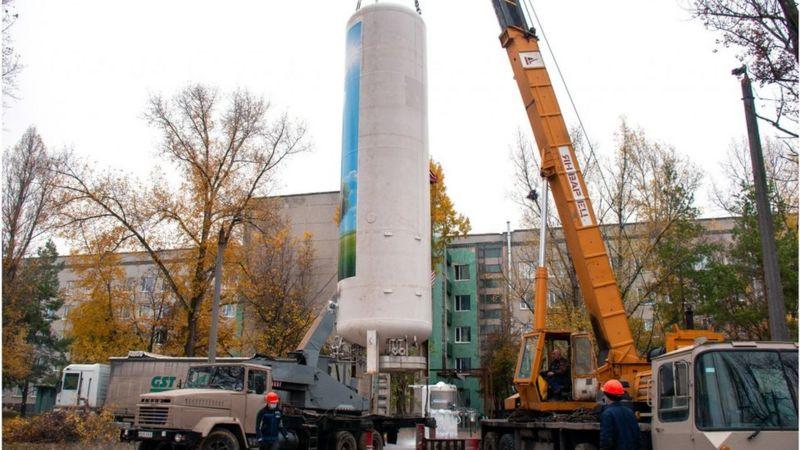 В Украине больных, которые еще не могут самостоятельно дышать, выписывают из больниц домой – BBC