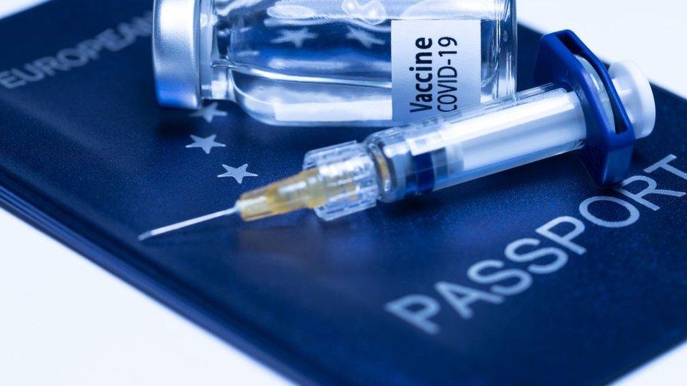 Примус до вакцинації: як у Європі борються з противниками щеплень