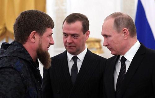 Андрей Пионтковский: Путин для сохранения власти сдал Медведева и Кадырова