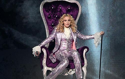 Британцы приучают Мадонну начинать концерты вовремя. ВИДЕО