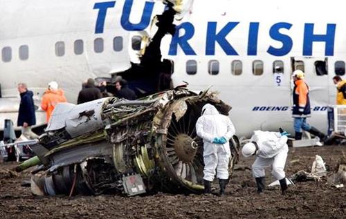 Выжившие в авиакатастрофах пассажиры рассказали, как следует себя вести, чтобы спастись