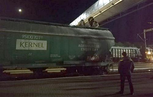 В Полтаве запрыгнувшего на поезд парня убило током на глазах у друга