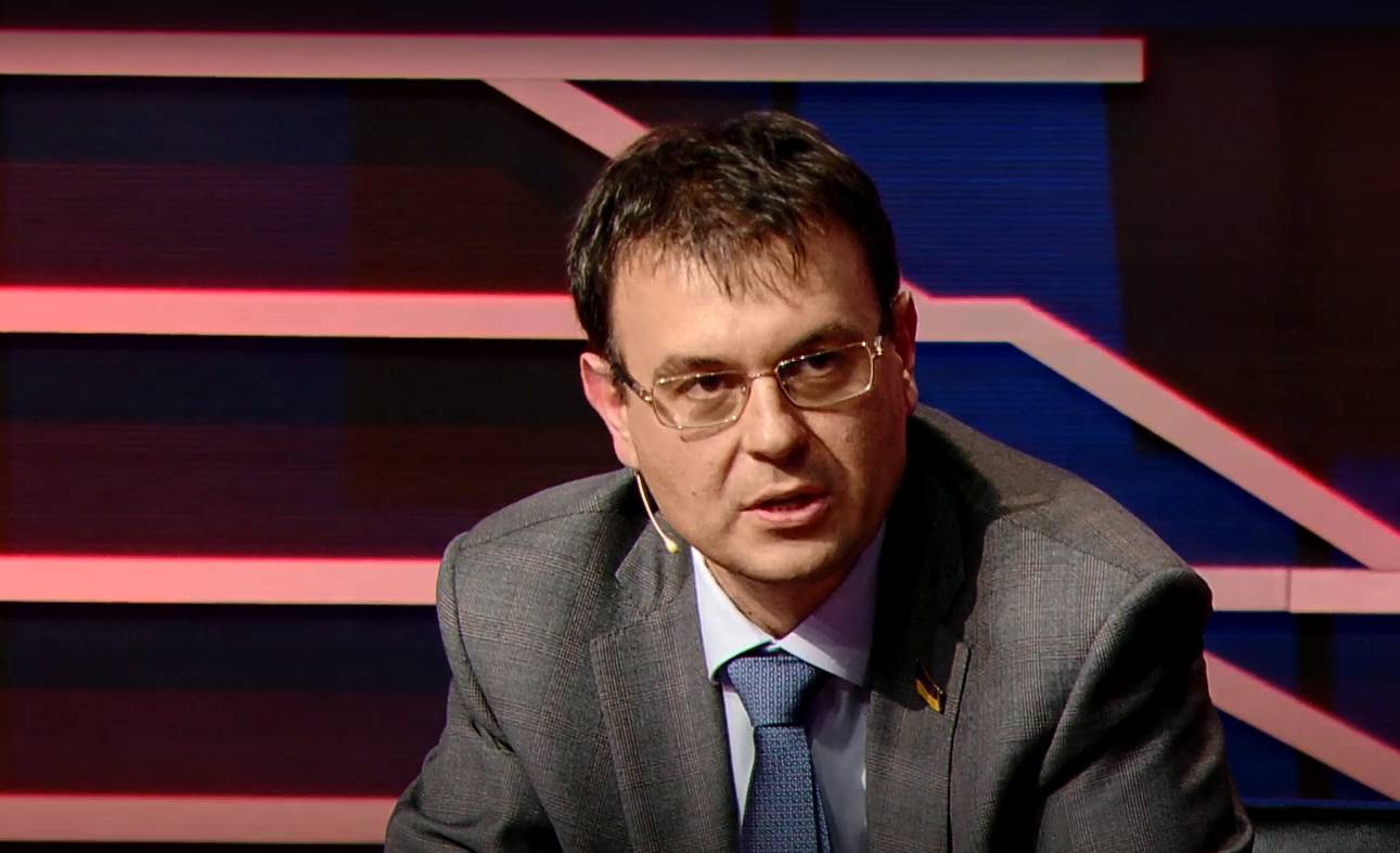 Юрий Романенко: Зеленский делает руками Гетманцева ровно все то, что делал Янукович руками Азарова – старается как можно глубже залезть в карманы граждан
