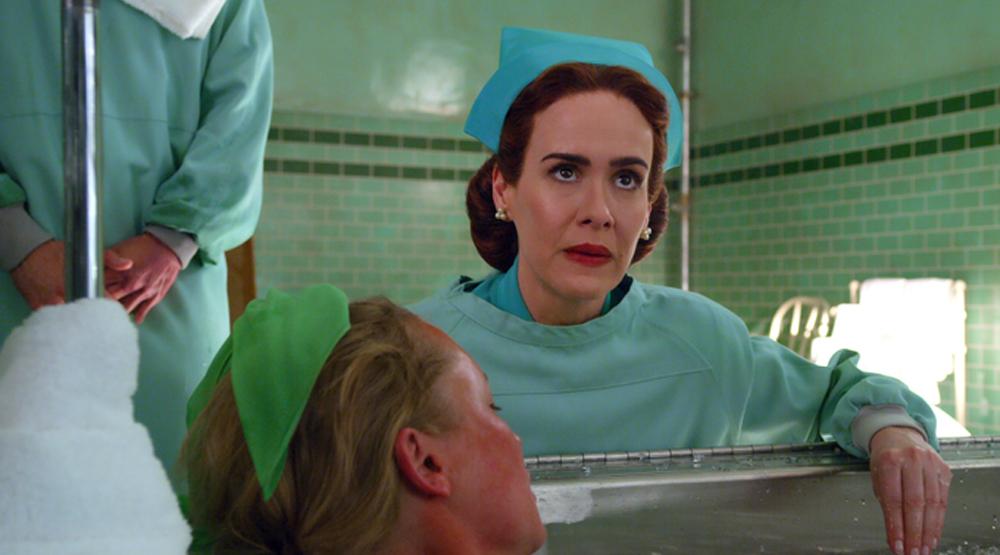 """Сара Полсон перевтілюється у лиховісну медсестру в новому трейлері серіялу """"Ретчед"""""""