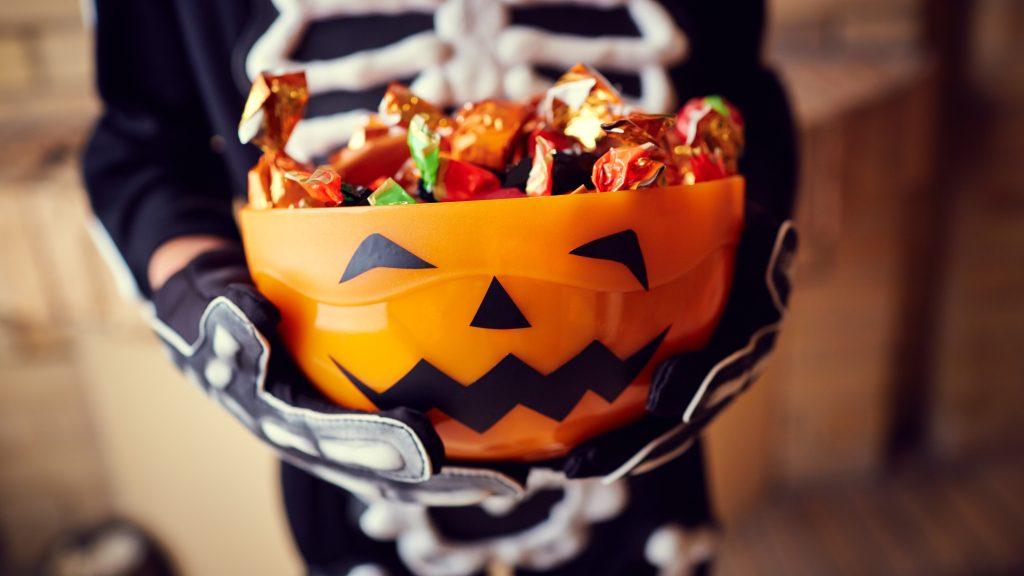 Членам японской мафии якудза раздавать детям сладости на Хэллоуин – Telegraph