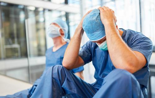 Інфекціоніст про ситуацію в київському стаціонарі: швидкі без упину привозять хворих, лікарі дуріють від навантаження