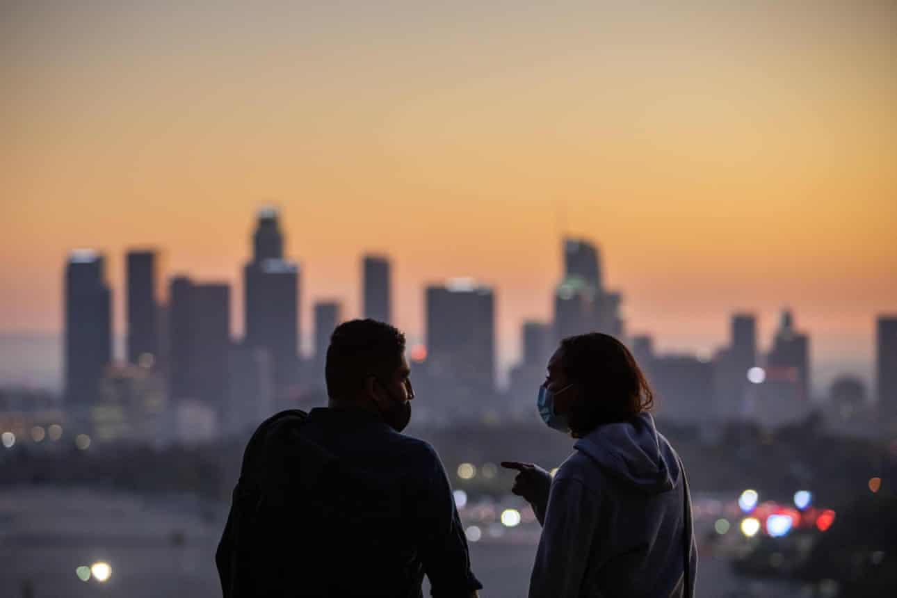The Guardian: Пандемии всегда заканчиваются, что нас ждет в 20-х годах?