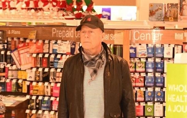 Закон один для всех:Брюса Уиллиса выгнали из аптеки за отказ надеть маску