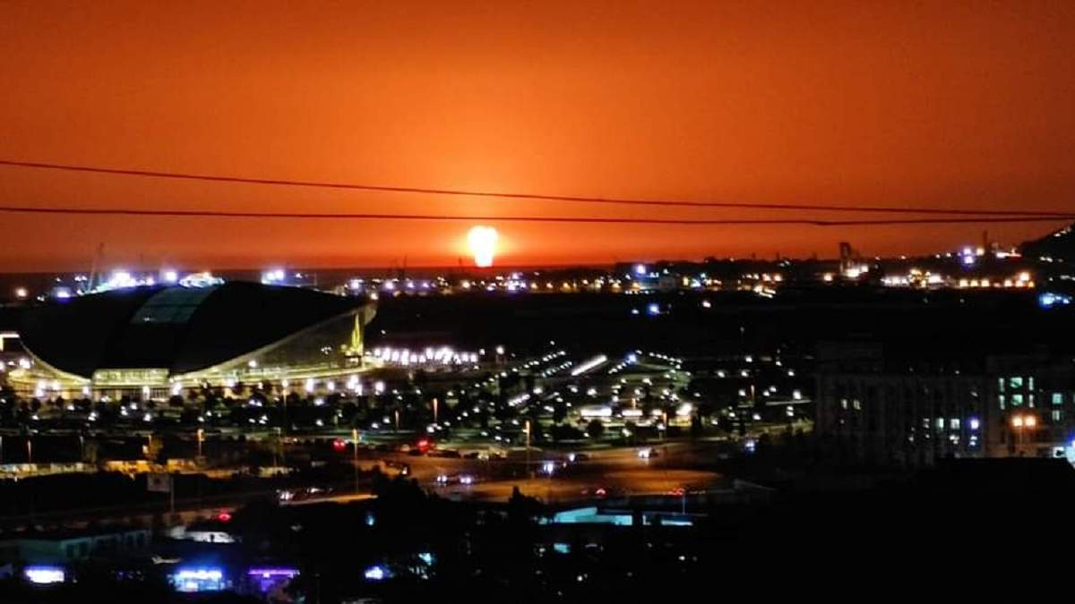 Гигантский столб огня: в Каспийском море произошел мощный взрыв. ВИДЕО
