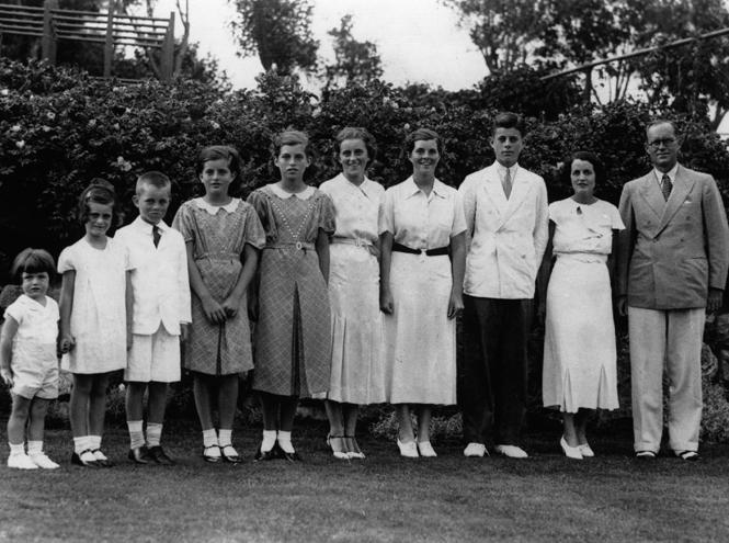 """Кеннеди, Гуччи, Ли, Брандои Хемингуэй: 5 известных семей с """"родовыми проклятиями"""""""