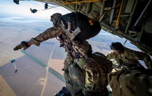 Двойной сигнал Кремлю: оборона – обороной, но применение силы для изгнания оккупанта – законно со всех точек зрения, – Аnti-colorados