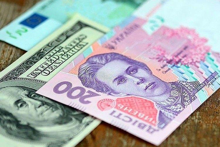 Нацбанк України вперше за кілька тижнів не продавав валюту для підтримки гривні