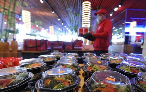 Еду из ресторанов признали смертельно опасной