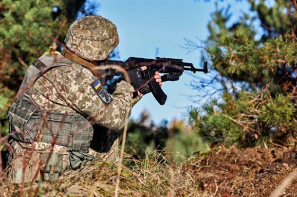 Внаслідок обстрілів з боку загарбників зазнав поранення один воїн Об'єднаних сил, – штаб